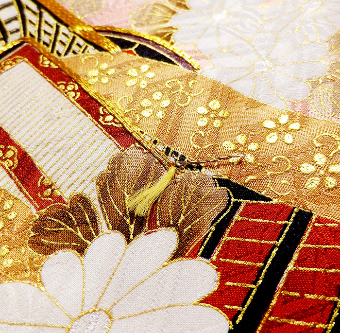 振袖、ピンク、紗綾形紋、御所車、上前金駒刺繍ほつれ画像