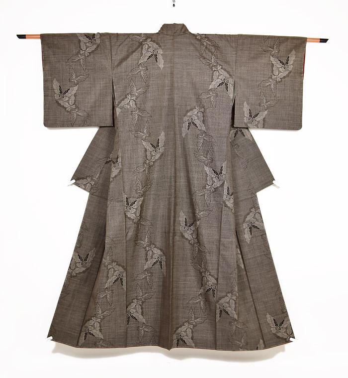 泥大島紬、蝶文様、全体画像