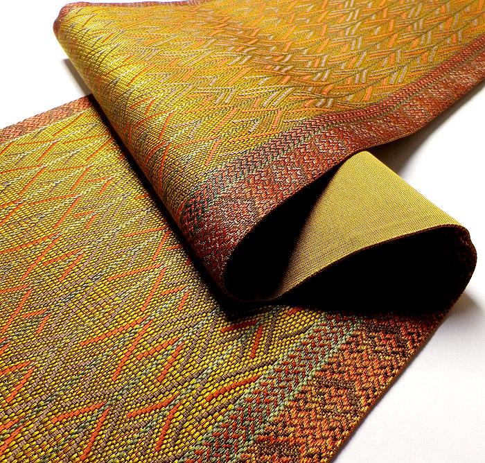 袋帯、全通、辛子色、変り織矢絣、生地の厚み画像