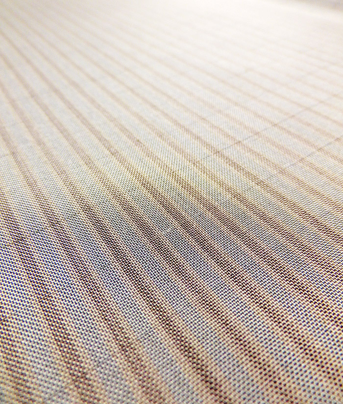 大島紬、ベージュ、縞、生地のアップ画像