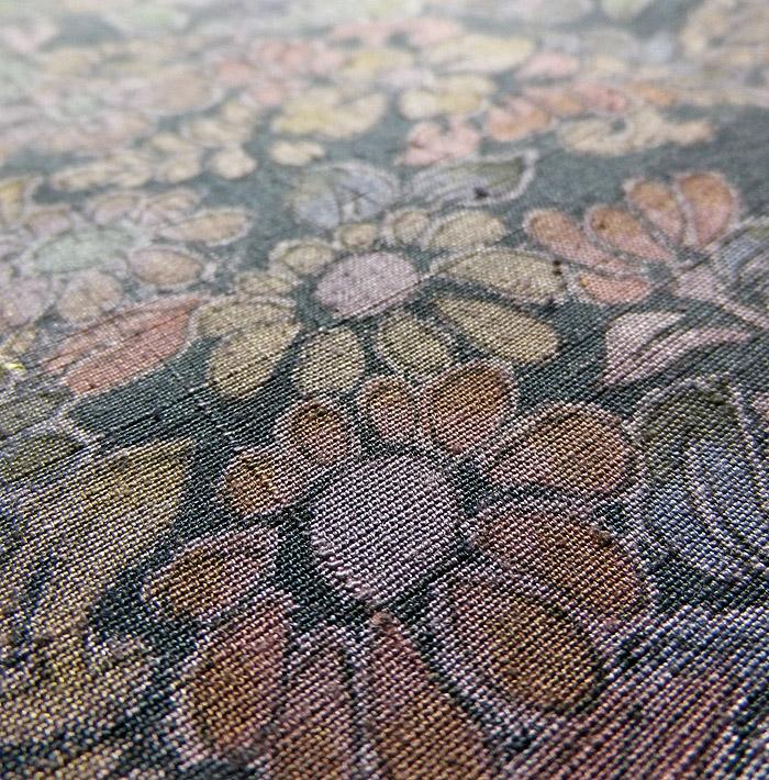 道中着、灰紫、草花文、生地のアップ画像